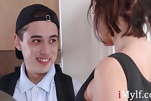 Watch hot MILF seduce young teen- Ivy Lebelle