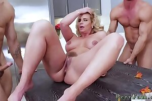 Father mistakes ally's daughter for mother and mom seduces beautiful