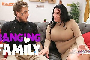 Banging Family - I Nails my Girlfriend's Busty Mom